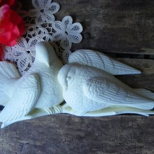 Vintage Retro White Doves Lovebirds Wall Decor